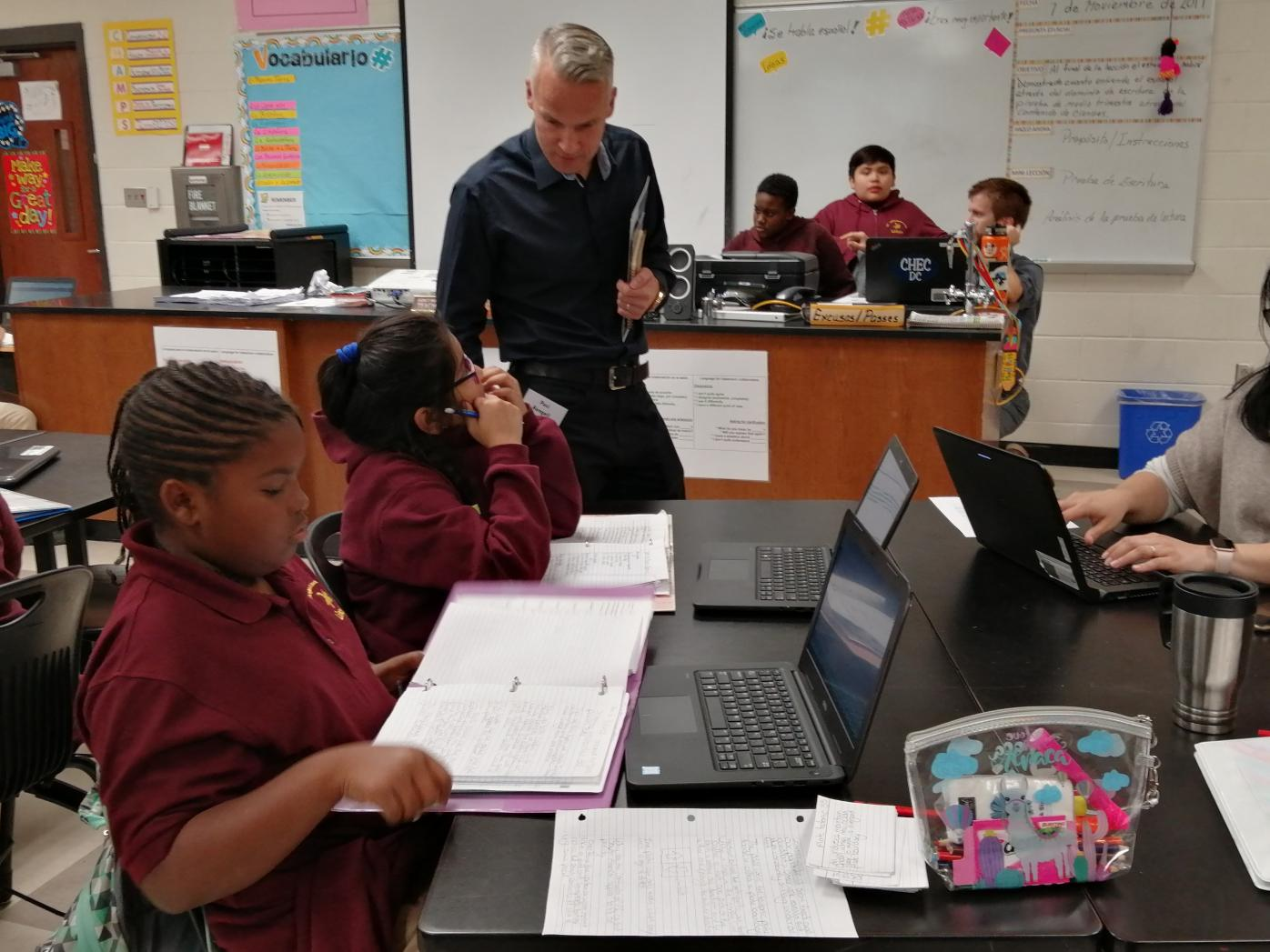 FLGS Travel Grantee Pasi Rangell in a U.S. classroom with students