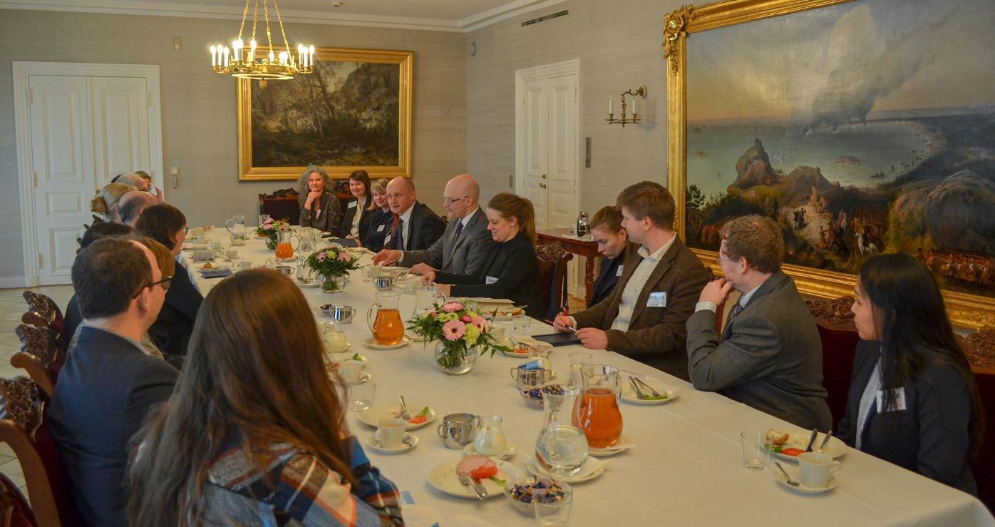 Fulbright Arctic Initiative scholars discussing over breakfast with Jukka Siukosaari, Head of the Cabinet and Secretary General and Petri Hakkarainen, Foreign Policy Adviser of the President at the Presidential Palace.