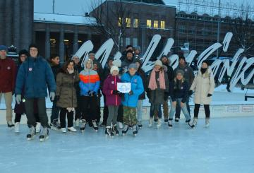Members of the ASLA-Fulbright Alumni Association and 2018-2019 U.S. Fulbright Finland grantees ice skating