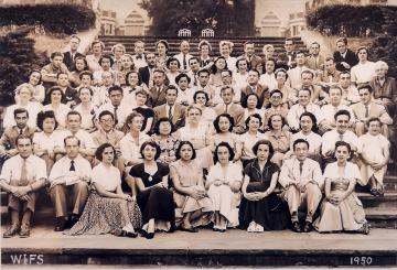 Photo from 1950 - A group of University of Wisconsin-Madison students with the first Finnish ASLA grantee Peitsa Mikola on the first row